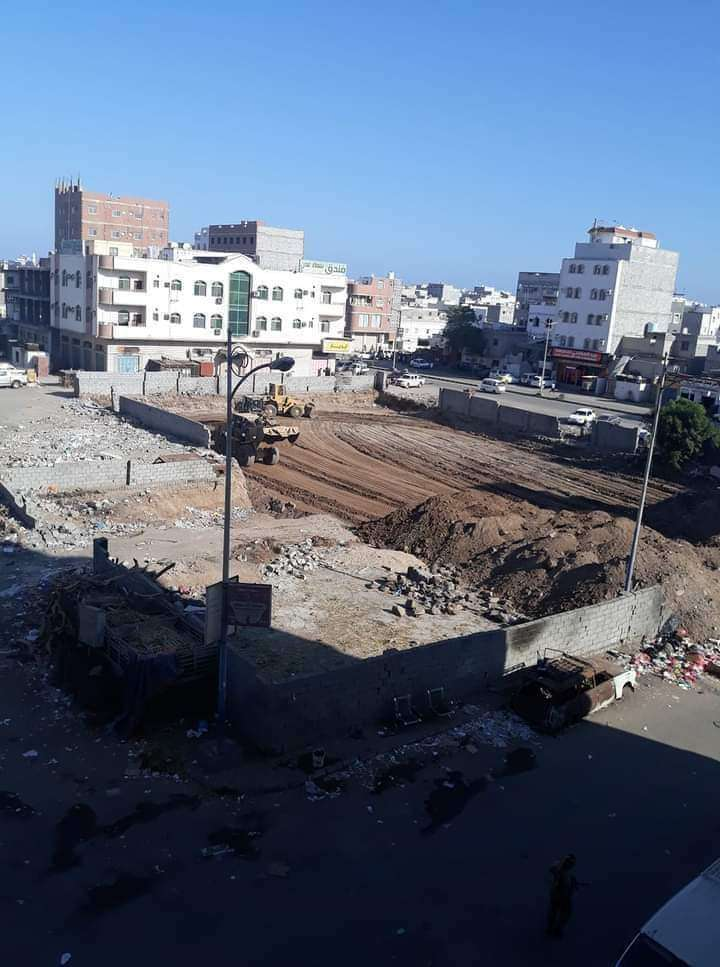 عاجل : إيقاف العمل بأرضية تسببت بإندلاع مواجهات عنيفة في عدن
