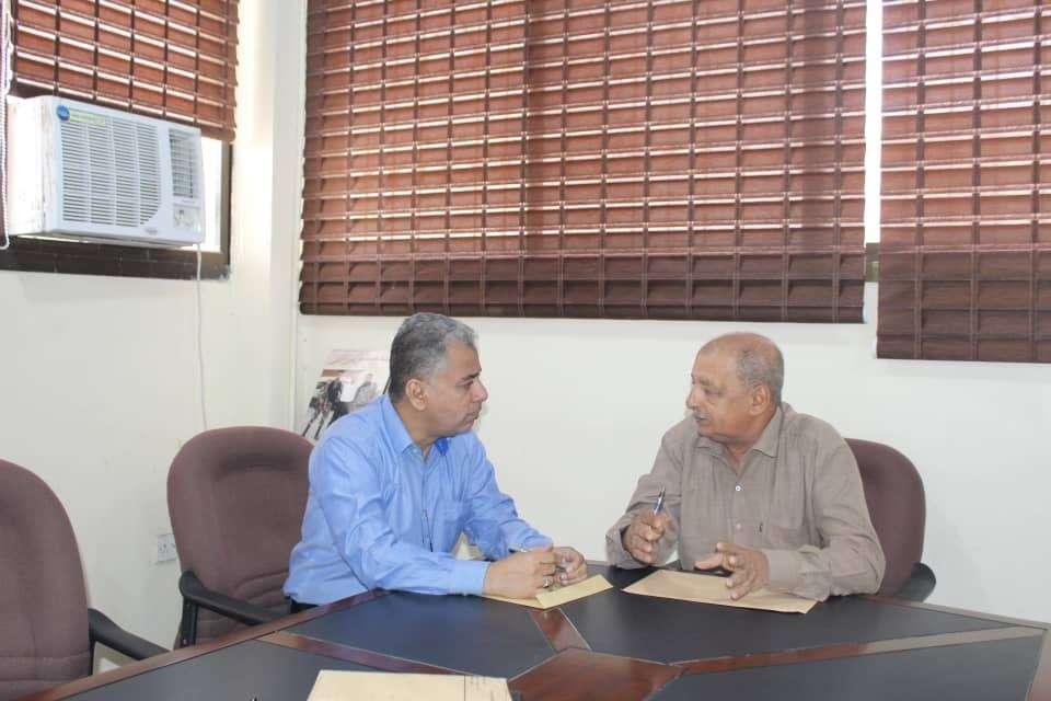 مدير الصناعة بعدن يلتقي مدير الشركة اليمنية للمطاحن وصوامع الغلال لمناقشة أسعار الدقيق