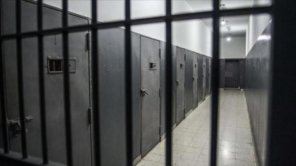 جماعة الحوثي تفرج عن أكثر من 400 سجين في الحديدة