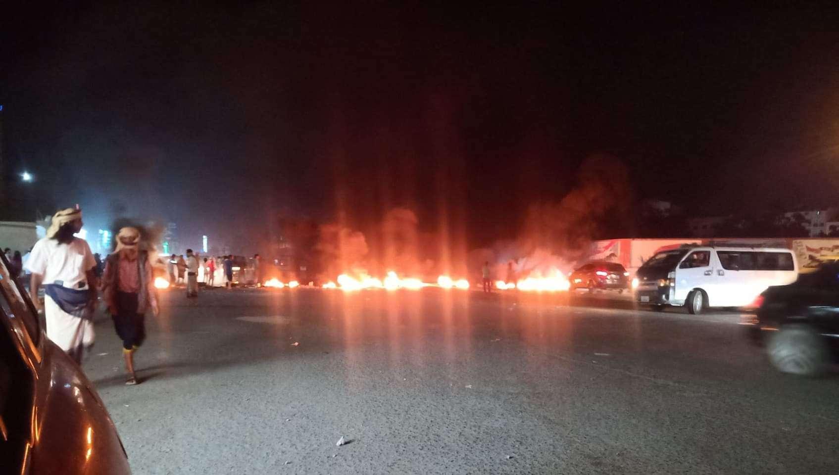 يحدث الان.. غضب شعبي في عدن (صورة اولية)