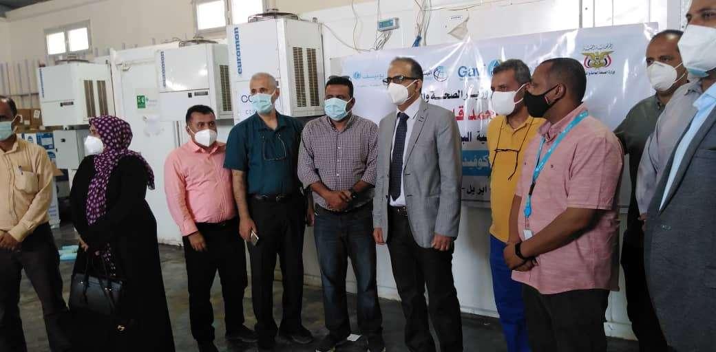 حكومة الدكتور معين عبدالملك تدشن توزيع لقاح فيروس كورونا على محافظات الجمهورية