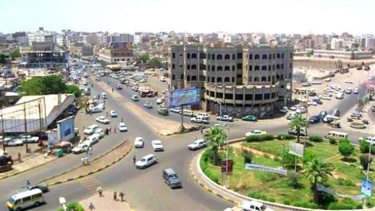 عاجل : احراق سيارة مامور مديرية في عدن