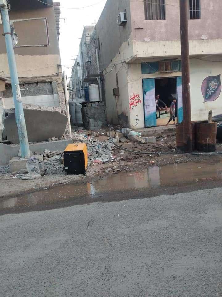 بسبب أزمة المياه.. حفر آبار في عدن (صور)
