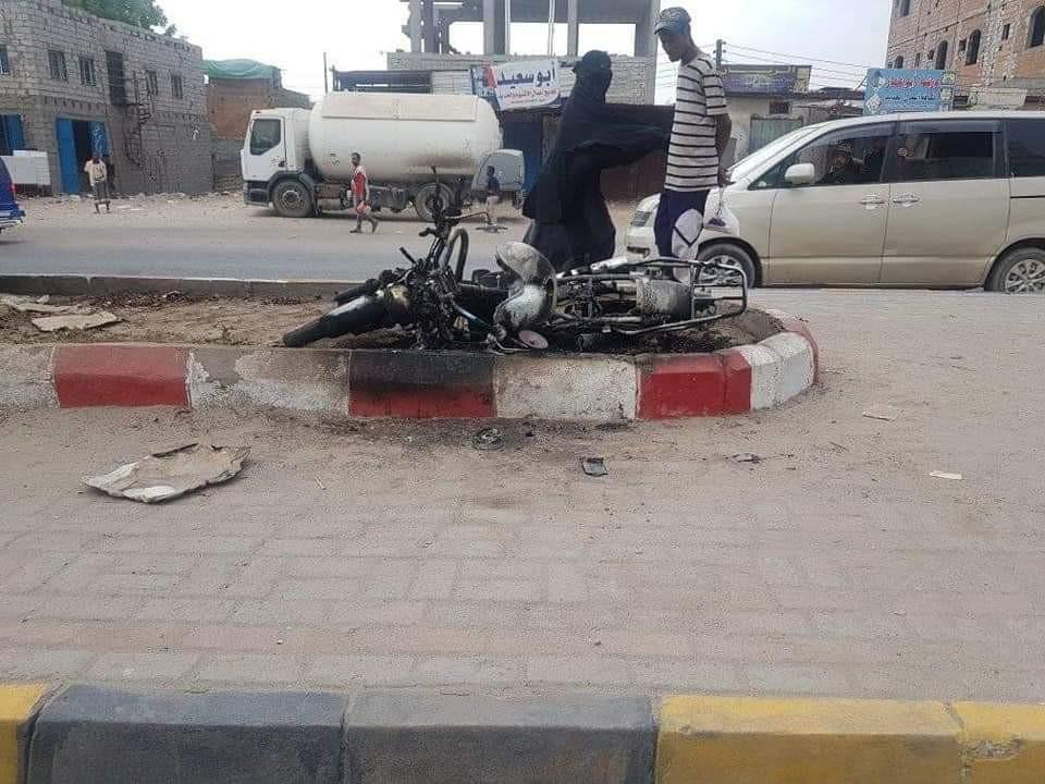 أثارت جدلا واسعاً.. إحراق دراجات نارية في عدن (صور)