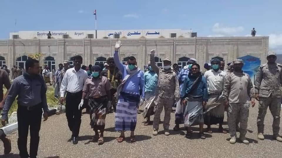 وصول المفقودين الناجين من السفينة المفقودة ( المنار ) إلى سقطرى (صورة)