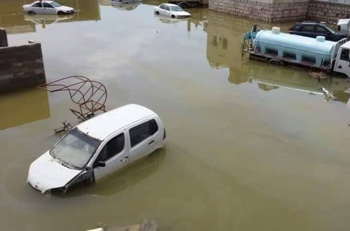صورة وحدث .. مدينة المكلا تغرق بمياه الأمطار