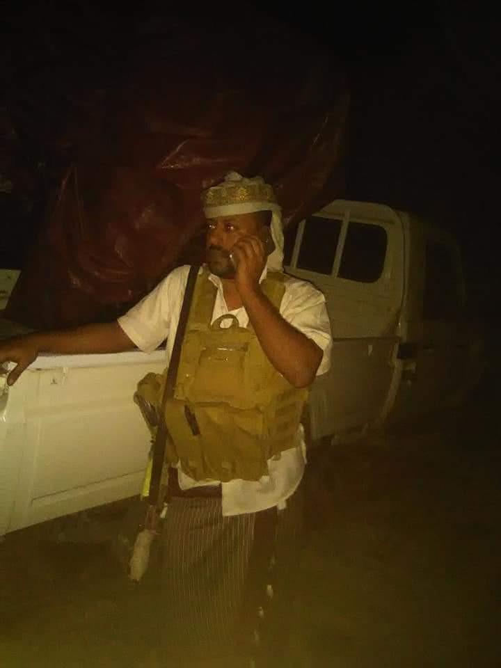 عاجل : تسليم خمسة عناصر مسلحة عقب اشتباكات قوات صالح والامن لقيادة اللواء الرابع مشاه في تعز