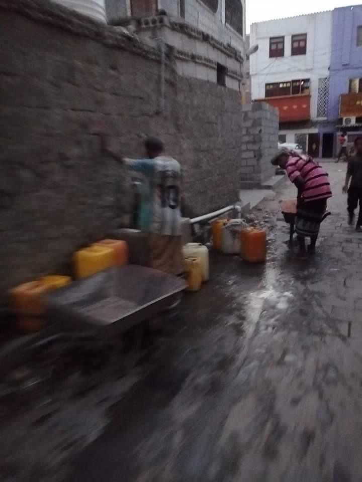 هكذا يعيش مواطنون شمال عدن (صورة)