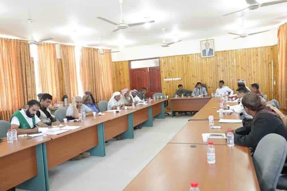المهرة:المجلس المحلي يناقش أسباب انقطاع الكهرباء في اجتماعا استثنائياً