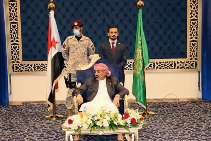 الجبواني: طلبت من السفير السعودي توضيحا بشأن رفع الزبيدي علم غير العلم اليمني في الرياض