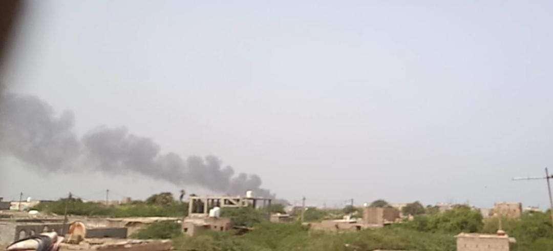 مصادر محلية: انفجارات ميناء المخا ناتجة عن قصف صاروخي!