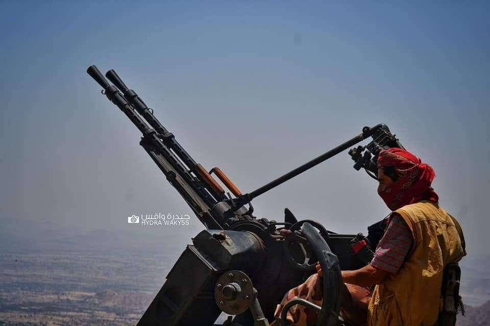 قائد عسكري يروي تفاصيل سقوط مكيراس.. هكذا هرب قائد لواء الاماجد من المعركة قبل وصول الحوثيين