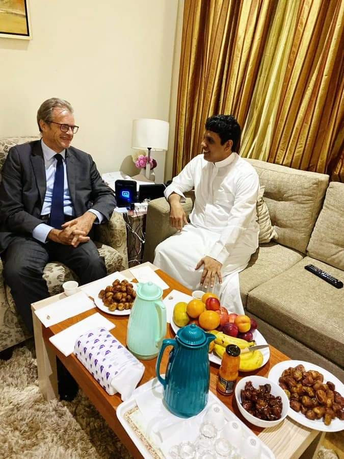 المحافظ باكريت يلتقي السفيرين الأمريكي والفرنسي في لقاءين منفصلين بالعاصمة السعودية الرياض