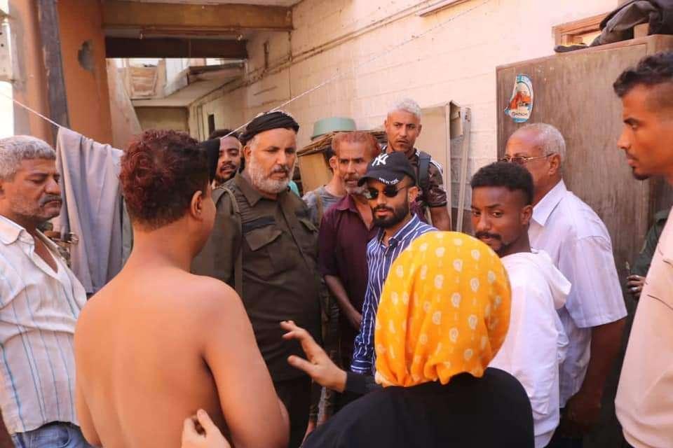 مدير عام صيرة د. بن جرادي يزيل بناء عشوائي من حوش سينما أروى بمشاركة قوة أمنية