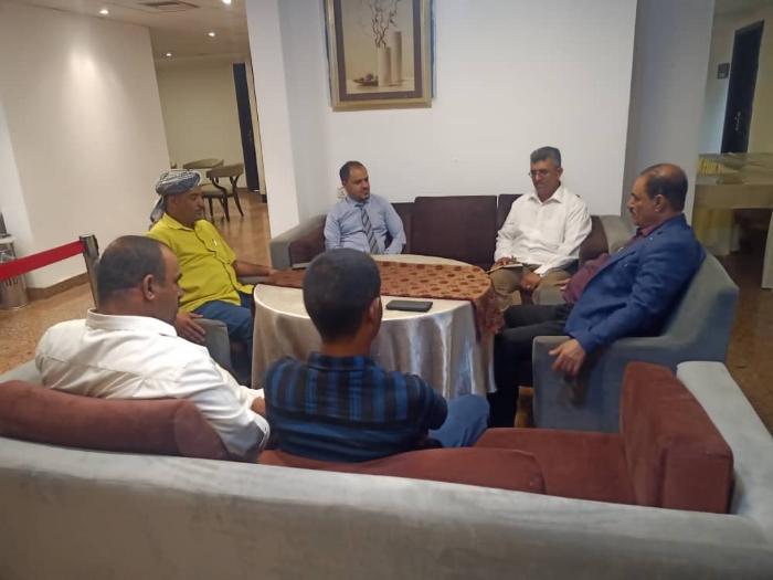 محافظ الضالع يلتقي مدير مؤسسة الاستجابة الكويتية لمناقشة احتياجات المحافظة